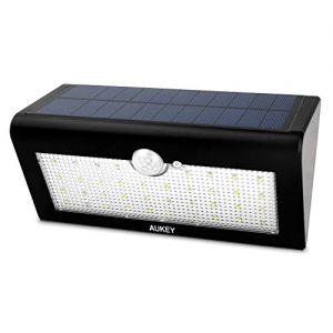 AUKEY LED Solarleuchte mit Bewegungsmelder 38 superhelle LEDs in 3 Modi Wireless Wetterfeste Licht für Garten, im Freien, Zaun, Terrasse, Haus, Auffahrt, Treppen, Außenwand usw